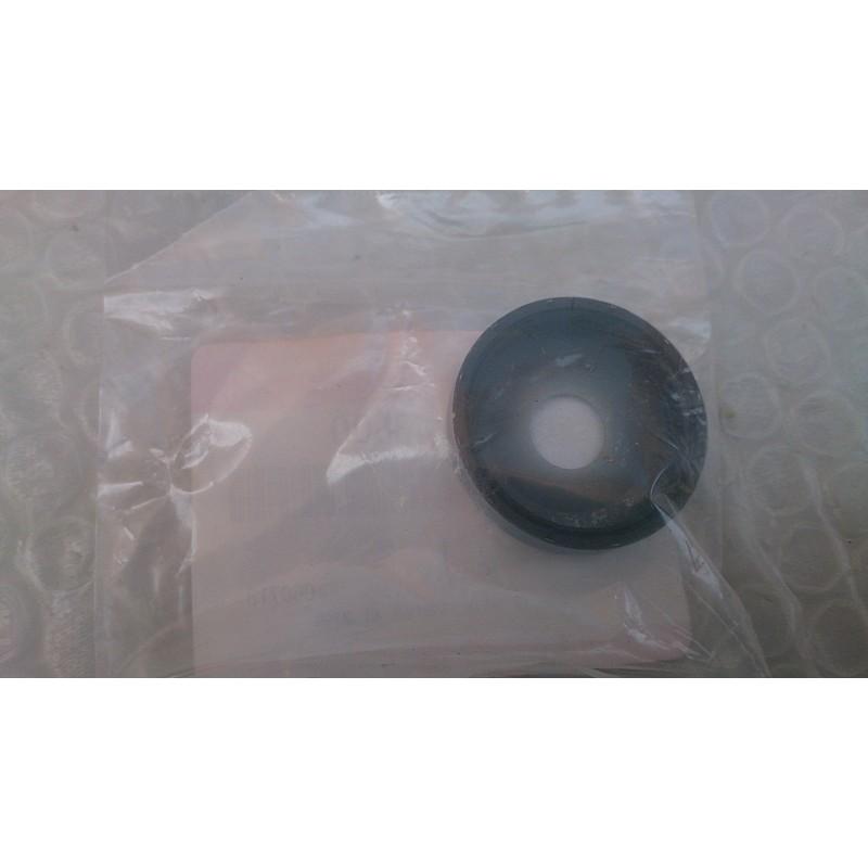 Suspension arm pivot dust seal Suzuki Quad (Ref. 52454-43B00)
