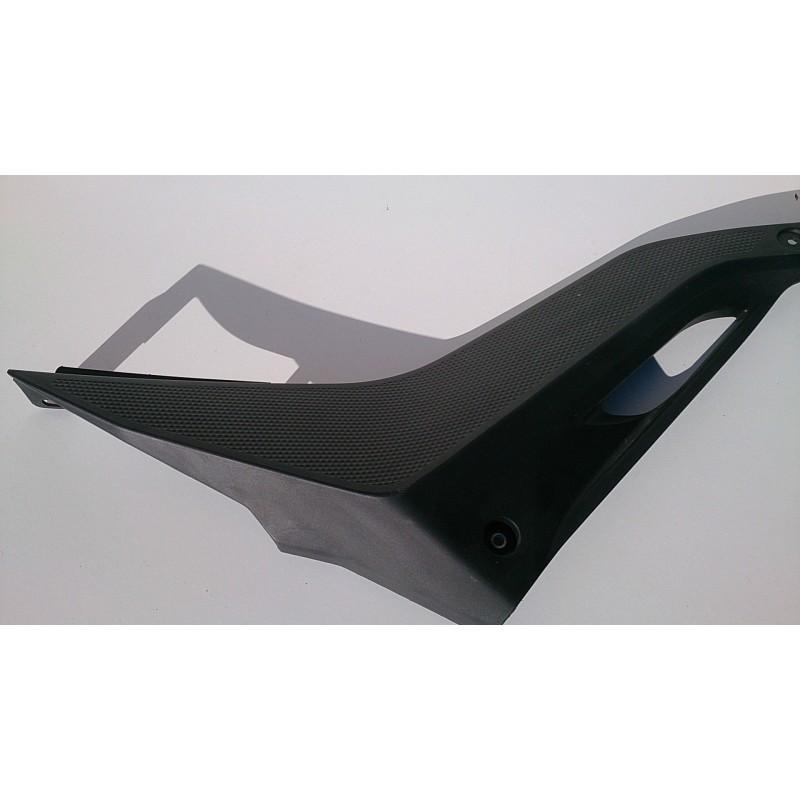 Tapa lateral derecha bajo asiento Yamaha YZF-R125