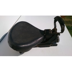 Simple old bike seat assembly (spring)